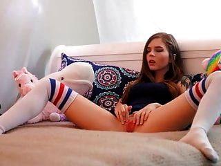 सेक्सी टैटू छात्रा उसे बिल्ली mypornstation खेल रहे हैं