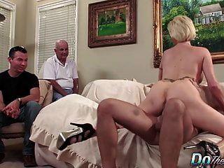 पति पत्नी केसी अनुदान sodomized देखता है
