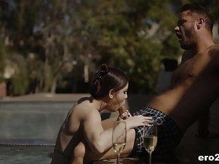 एलिना लोपेज को भावुक सेक्स का आनंद मिलता है