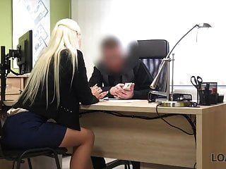 loan4k। अधोवस्त्र में अच्छा मॉडल ऋण में नकदी के लिए सेक्स स्वीकार करता है