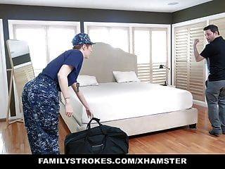 फैमिलिस्ट्रोक्स रेडहेड सैन्य पत्नी को सौतेले बेटे द्वारा घायल कर दिया जाता है