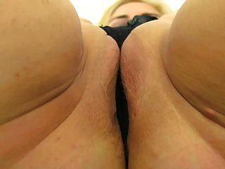 गंदे स्तन और भूख योनी के साथ गंदा परिपक्व माँ