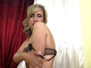 सेक्सी परिपक्व माँ अगले दरवाजे एक अच्छा बकवास करना चाहता है