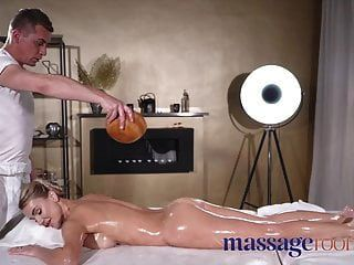 मालिश कमरे ग्लैमरस बड़े स्तन फुहार रिम के लिए बकवास