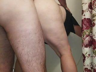 सेक्सी बीबीडब्ल्यू पीछे से गड़बड़ हो जाता है और सह टपकता है