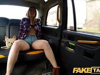 हॉट हॉर्नी टैक्सी बकवास में नकली टैक्सी एवा ऑस्टेन उसे काम पाने के लिए