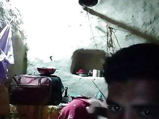 भारतीय युगल वेब कैमरा पर खेल रहा है