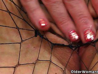 ब्रिटिश एमआईएलए ब्यू उसे बाथरूम में उसकी योनि dildos