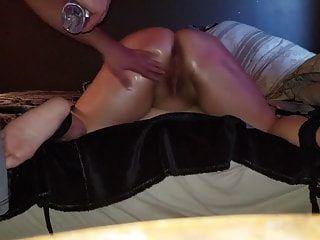सेक्सी बीबीडब्ल्यू spanked, बंधे और चेहरा सह में कवर