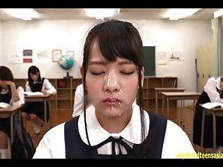 अबे मिकाको को कक्षा में बड़े पैमाने पर bukkake चेहरा मिलता है
