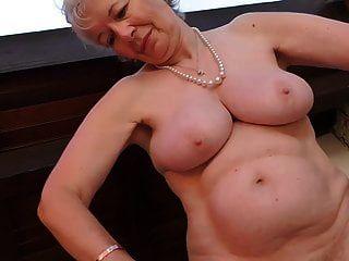 ब्रिटेन कैरोलीन से दादी उसे पुरानी योनी खिलाती है