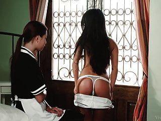 गृहिणी पाउला शर्मीली और उसकी समलैंगिक मालकिन