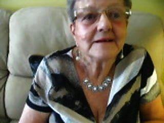 80 वर्षीय नानी दरार