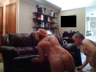 गलफुल्ला युगल फर्श पर बकवास
