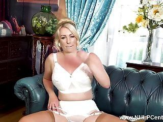बेब स्ट्रिप्स पैंटी बड़े स्तन रेट्रो नायलॉन गेटिस ऊँची एड़ी के जूते