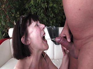 दादी को गोल्डन शावर पसंद है